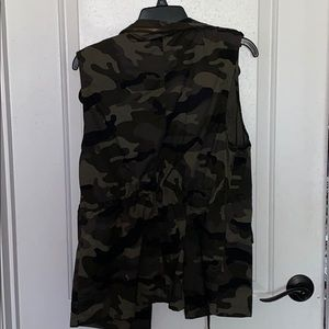 NWT Camo Love Tree Vest